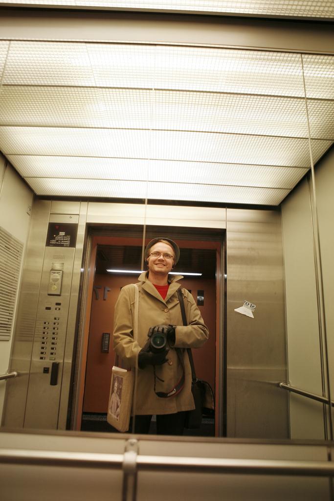 Omakuva hississä